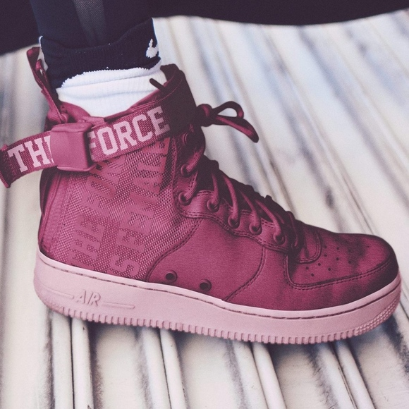 watch ae167 c8fe8 Women s Nike SF Air Force 1 Mid (Size 8.5)